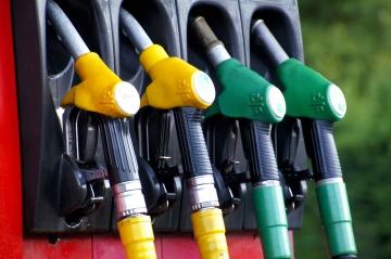 Акцизы на топливо будут снижены