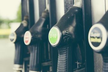 Цены на бензин возьмут под жёсткий контроль